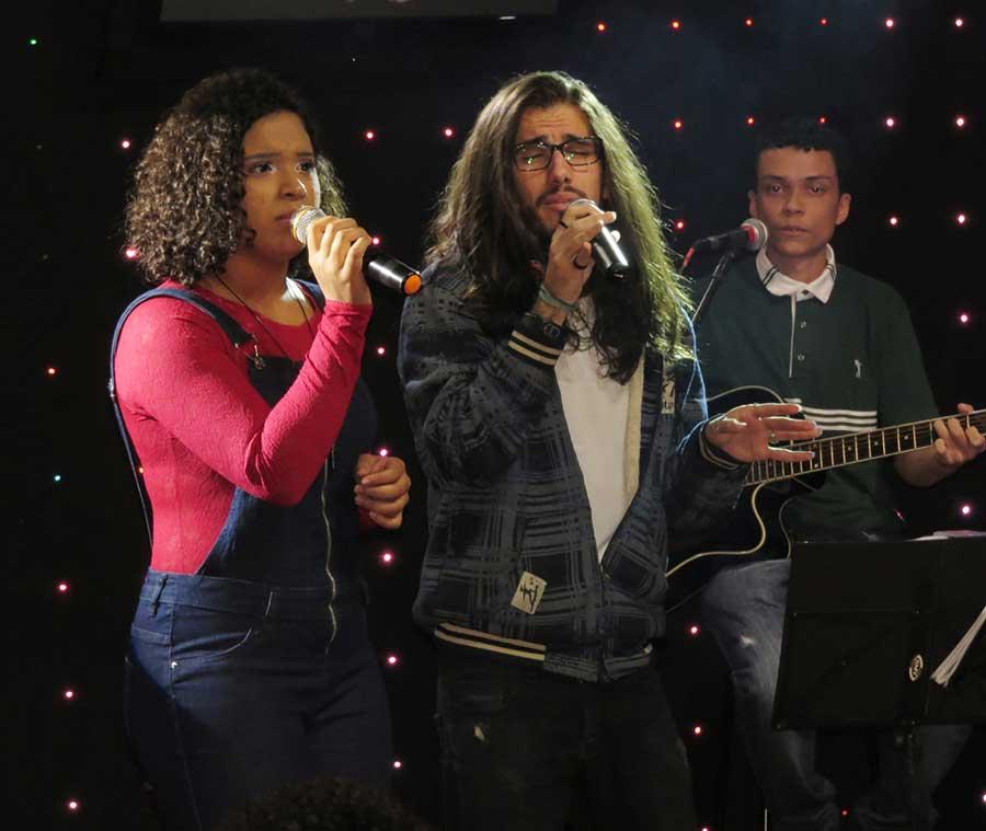 Os vocalistas da Banda, Tácristy Rodrigues e Tiago Medeiros