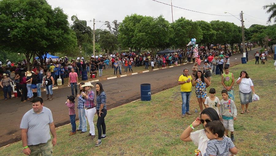 Grande público participou da chegada da Cavalgada em frente ao Parque Ecológico