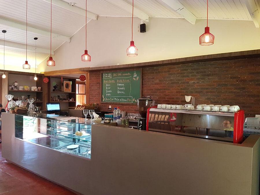 interior doc cafe cravinhos fazenda santa maria