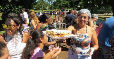 Cravinhos celebra 142 anos com bolo gigante