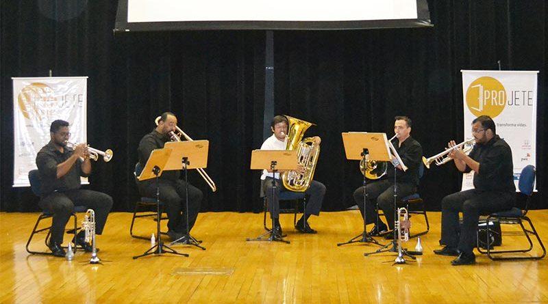 Quinteto de metais da Orquestra Sinfônica se apresenta no 'Calçadão'