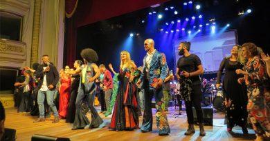 Espetáculo com a Sinfônica de Ribeirão e artistas da cidade encanta o público